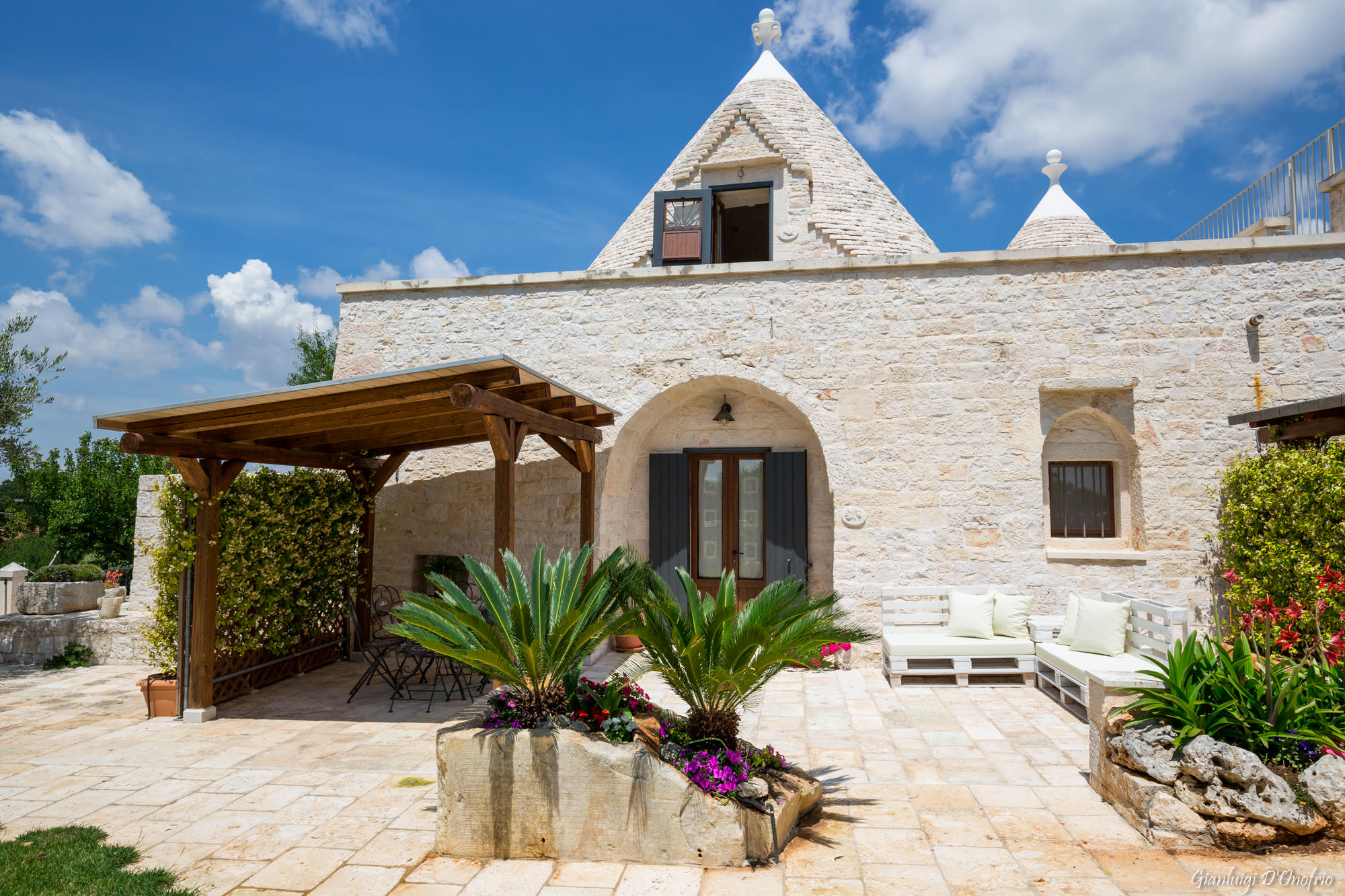 Trullo Mandorlo - main entrance