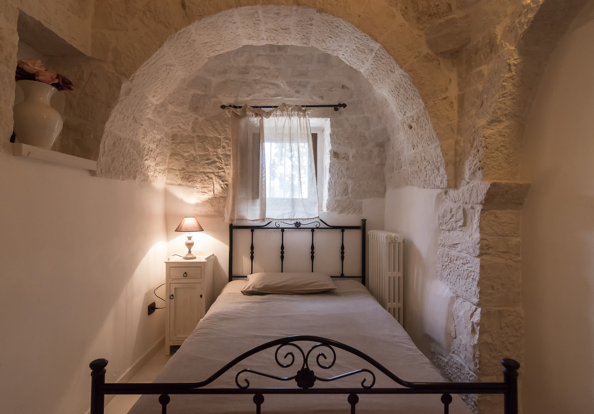 Trullo Mandorlo - Third bedroom with French bed