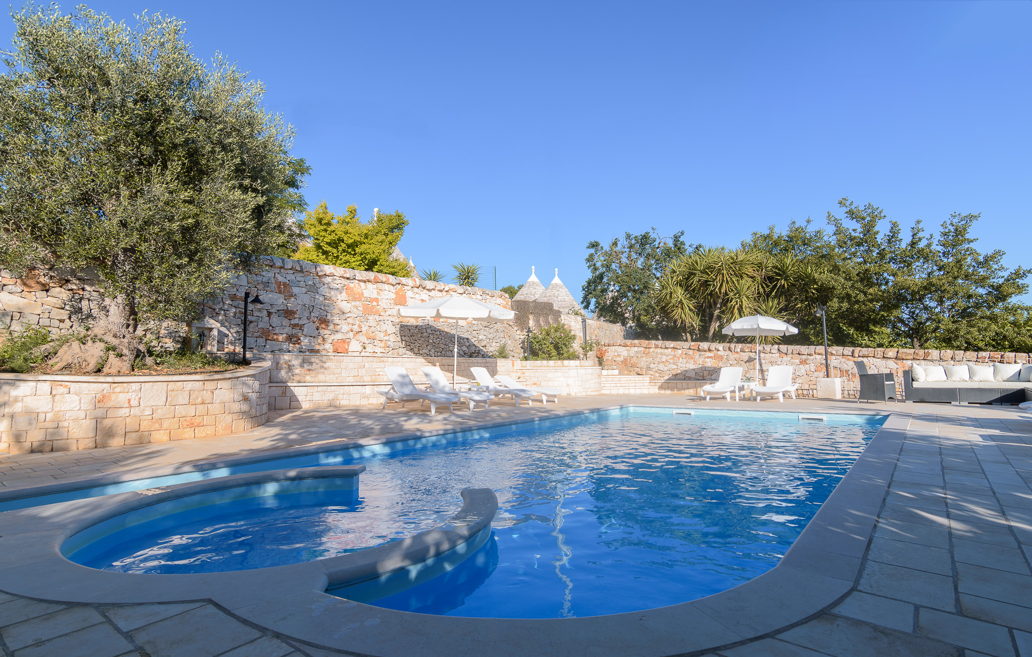 Trulli Angela - shared pool