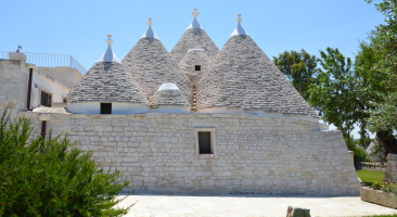 Trullo Mandorlo - back view